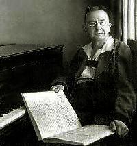 Franz Schmidt zongorája mellett, perchtoldsdorfi villájában.